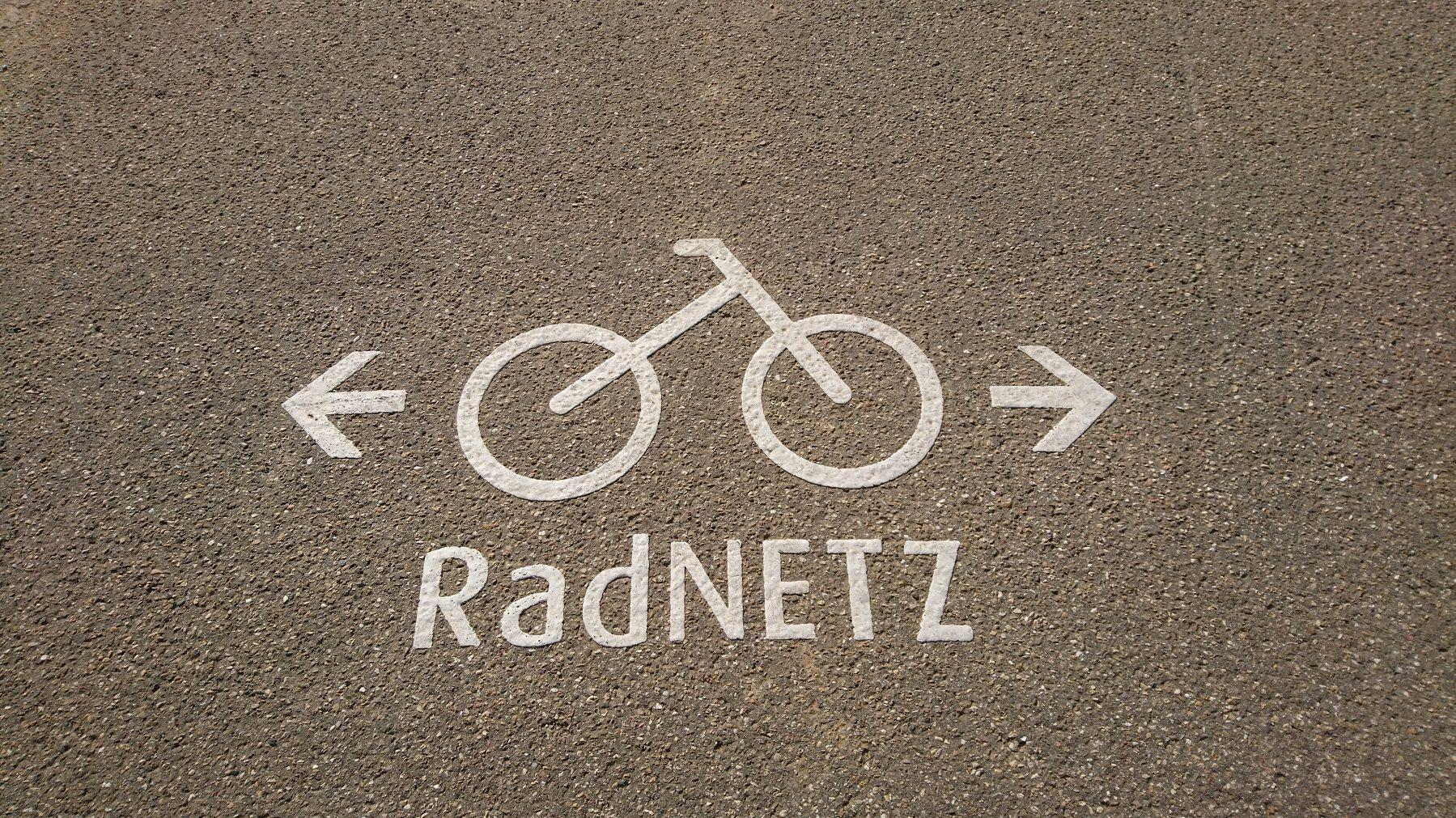 RadNetz Markierung auf Asphalt