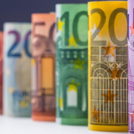 Euro-Scheine in einer Reihe