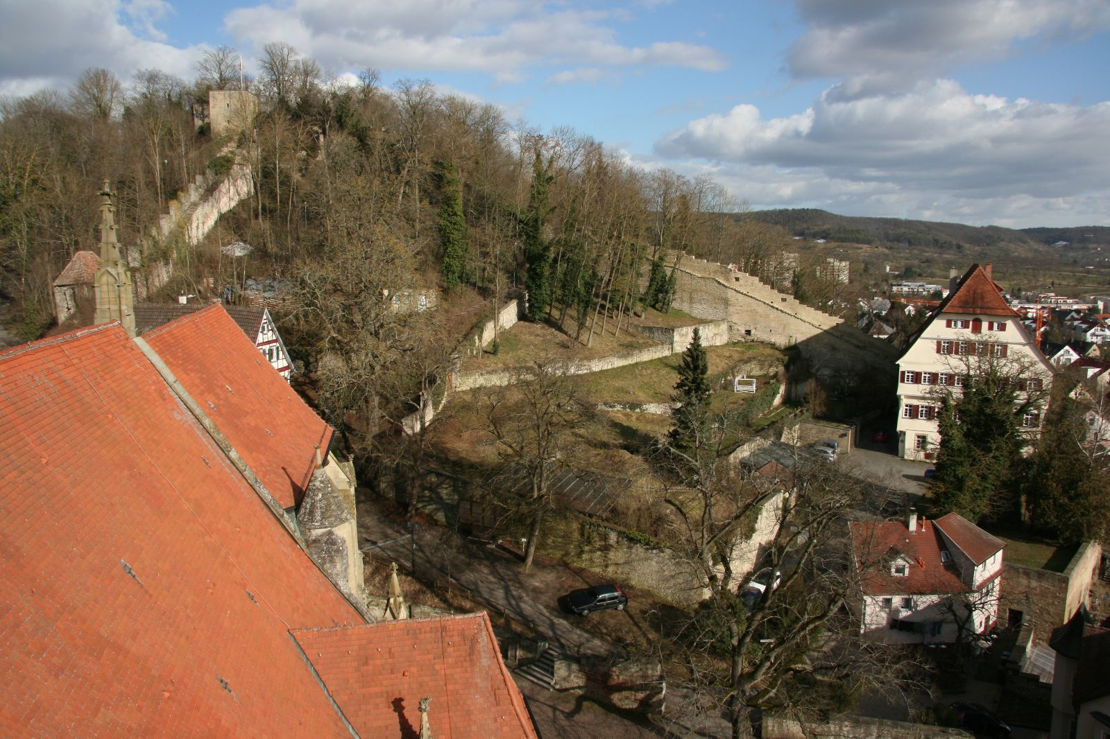 Blick von der Balustrade des Glockenturmes auf den Schlossberg