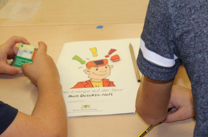 Klimadetektive der Grundschule Kayh spüren Energiediebe auf.