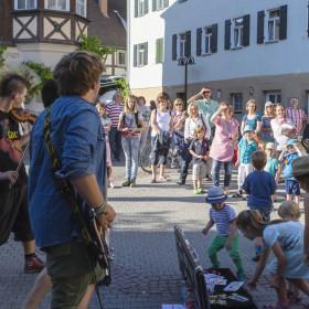Die Gassen der Herrenberger Altstadt, werden durch die Musiker in eine Bühne verwandelt.