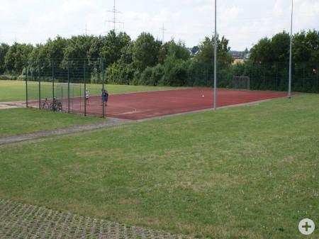 Schulsportanlage mit Toren in Kuppingen