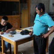 Bezahlvorgang in der Kaffeekooperative Aproeco
