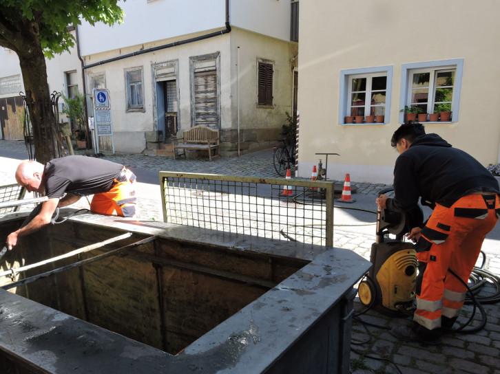 Arbeiten am Brunnen in der Schuhgasse