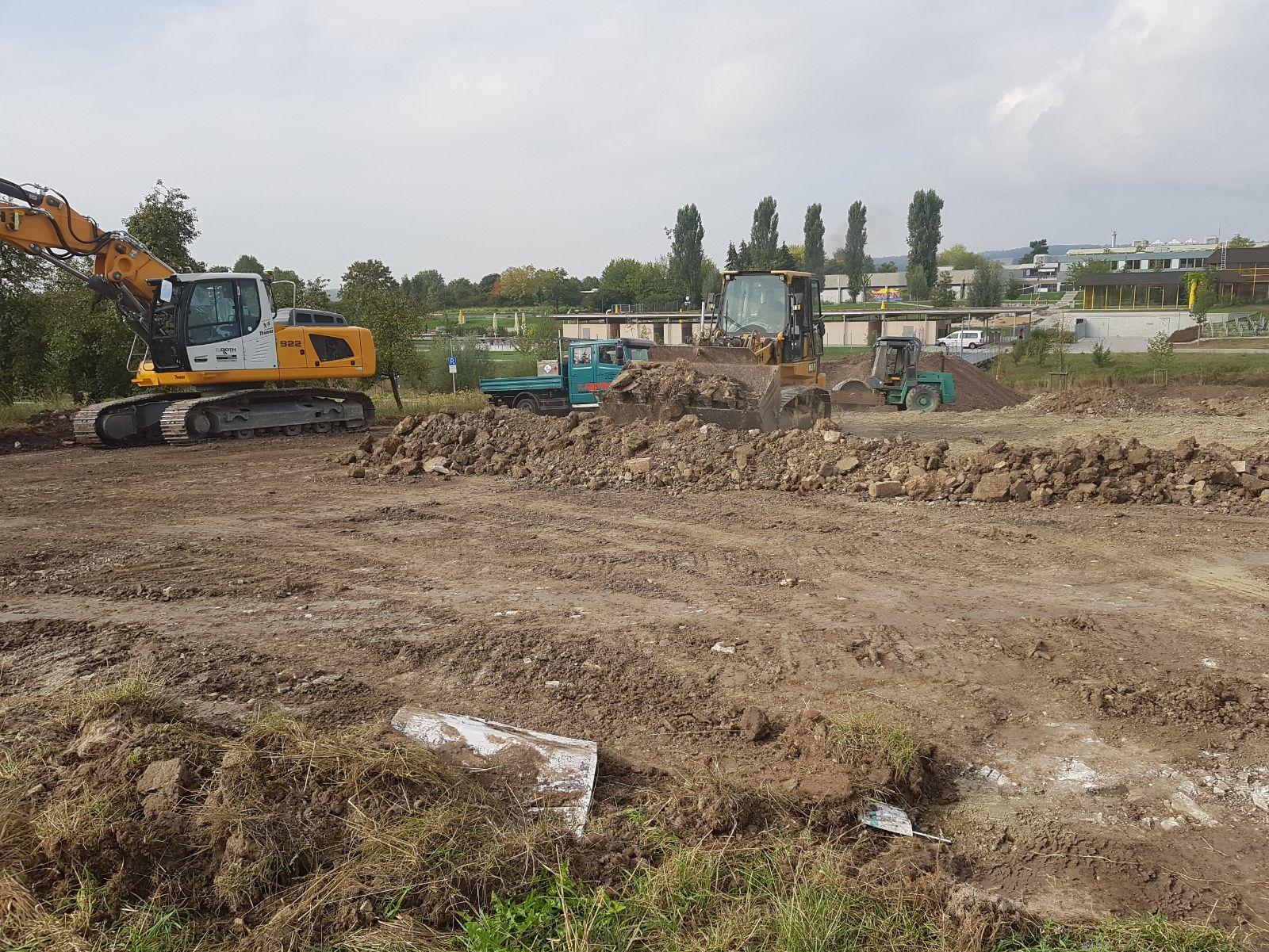 Bauarbeiten für die neuen Wohnmobilstellplätze am Naturfreibad im September 2018