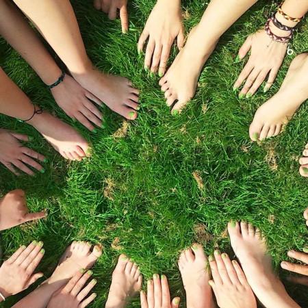 Viele Hände bilden einen Kreis - gemeinsam geht mehr!