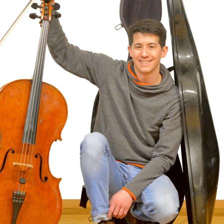 Musiklehrer mit Cello