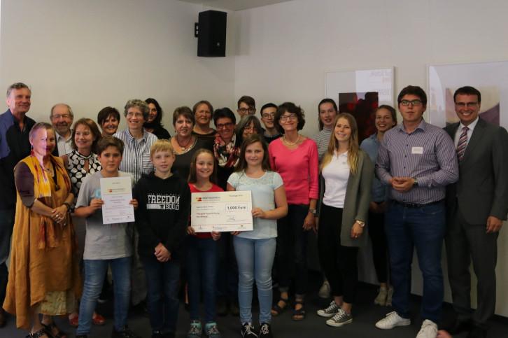 Die Pfalzgraf-Rudolf-Schule Herrenberg freut sich über den Kooperationspreis der Jugend-stiftung Baden-Württemberg.