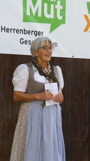 Doris Dengler eröffnet die Mut-Ausstellung in Oberjesingen.