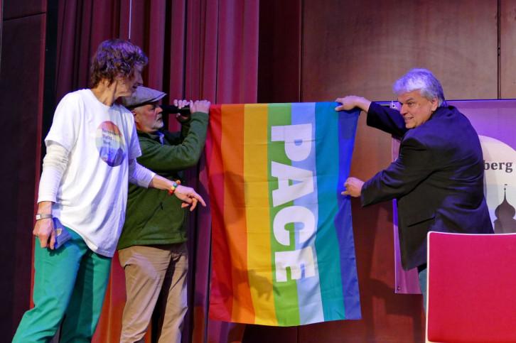 Pace Flagge bei Herrenberg bleibt bunt