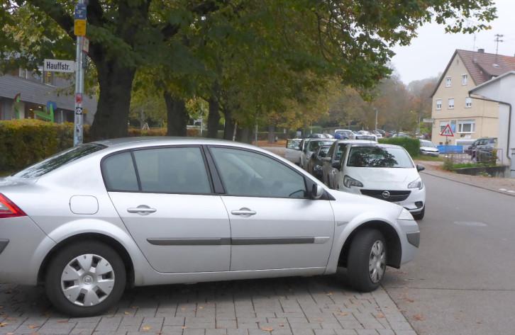Beispiel für Gefährliches Parken an der Hauffstraße
