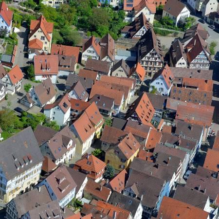 Luftbild Herrenberg / Marktplatz mit drei Verwaltungsgebäuden / Foto: Holom