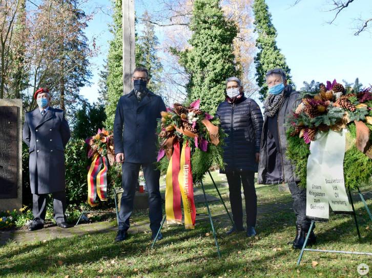 Herrenberg Stadtfriedhof Kranzniederlegung Volkstrauertag / Foto: Holom