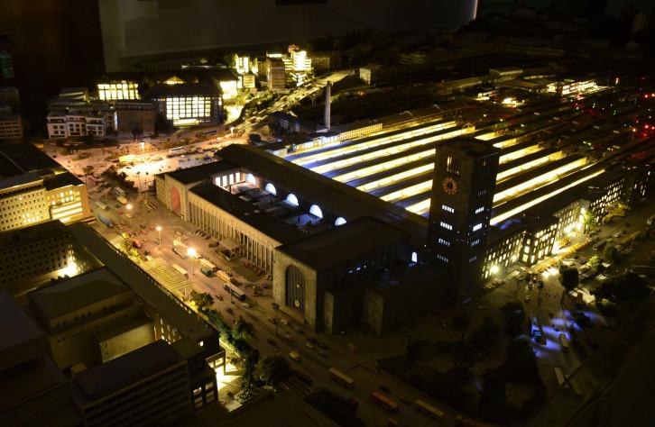 Weltweit groesste  Nachbau einer Stadtanlage ueber Stuttgart in Herrenberg Nagolderstrasse 14  wird  jetzt  dauerhaft gezeigt. Herrenberg  die  grosse  Stuttgart Modellanlage  Stellwerk S in  Spur N . Sie  die  Weltweit  grosste Nachbau einer  Origi