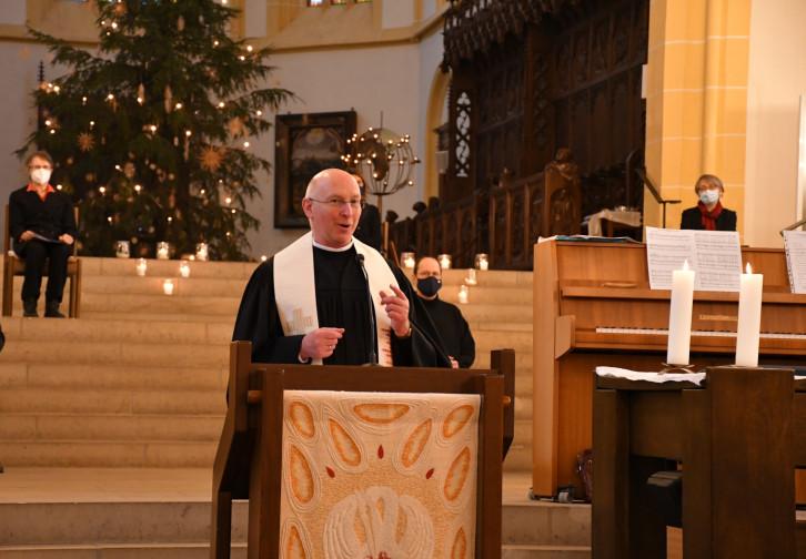 Pastor Alfred Schwarzwälder beim Ökumenischen Neujahrsgottesdienst.