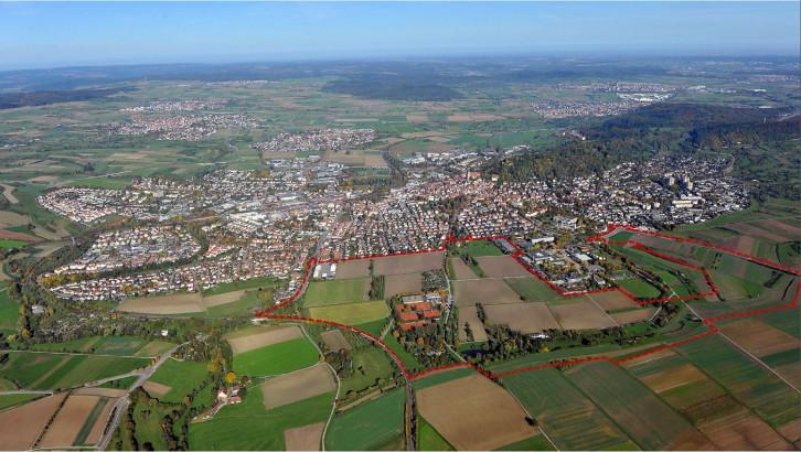 Luftbild aus dem Süden Herrnbergs fotografiert mit Umrandung des Untersuchungsgebiets
