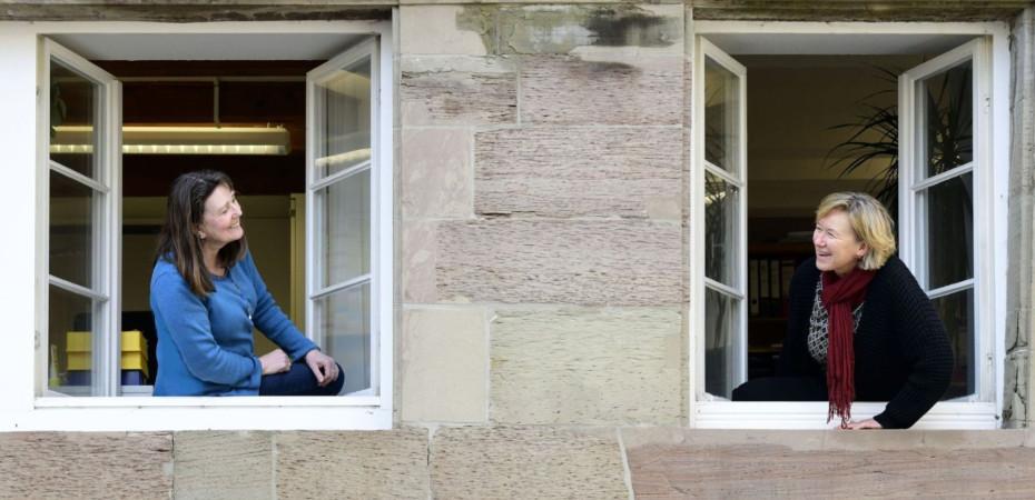 Gleichstellungsbeauftragte Birgit Hamm (rechts) und Mitarbeiterin Angela Schrof.